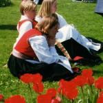 photo 17 may girls tulips045