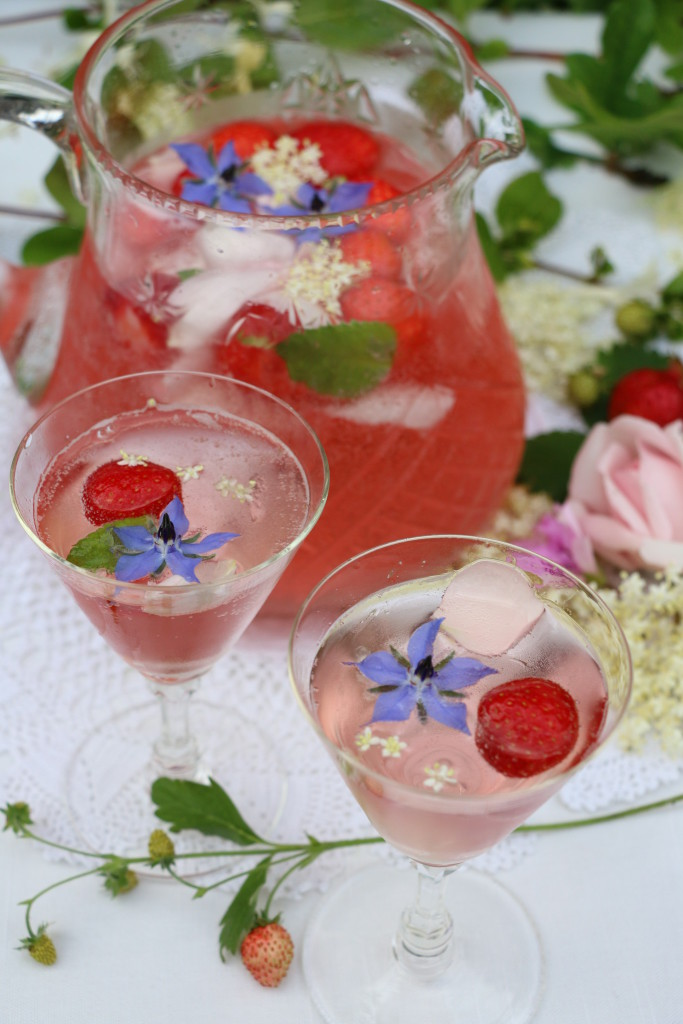 Elderflower rose gin cocktail