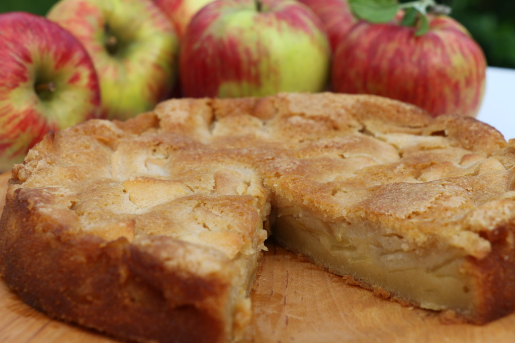 Custardy apple cake CN