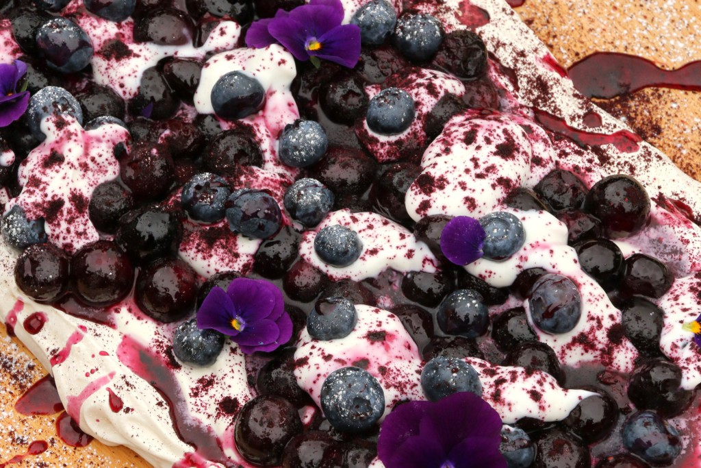 Blueberry PAVLOVA WITH POWDERED BLUEBERRY