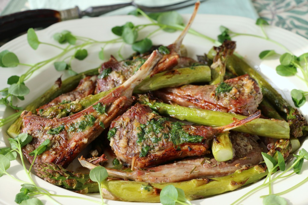 GRILLED LAMBCHOPS AND ASPARAGUS