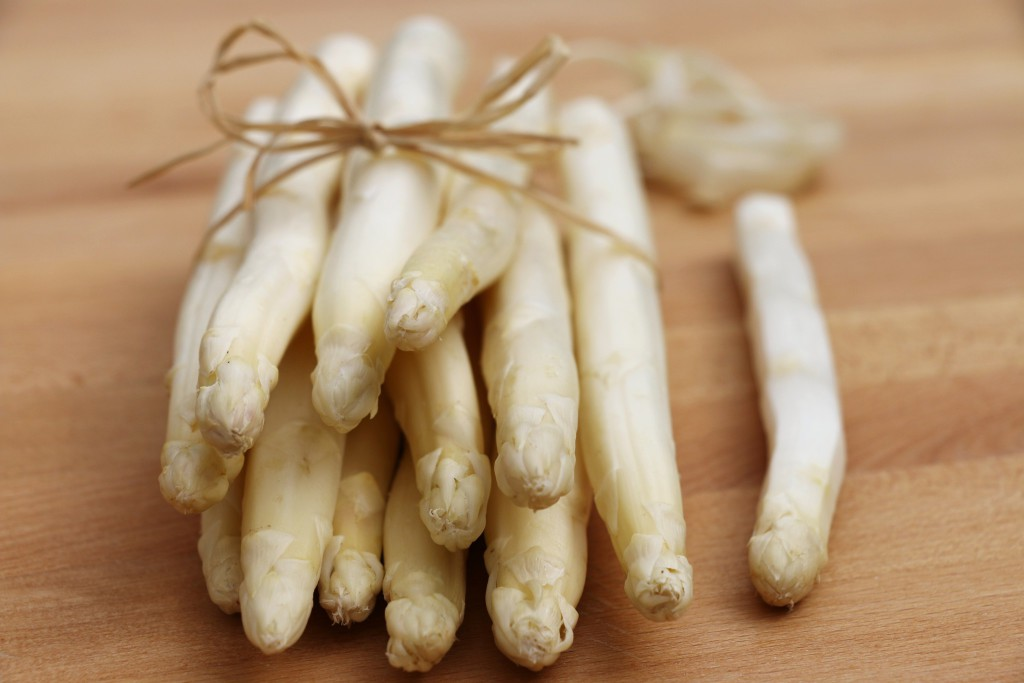 white asparagus bundle